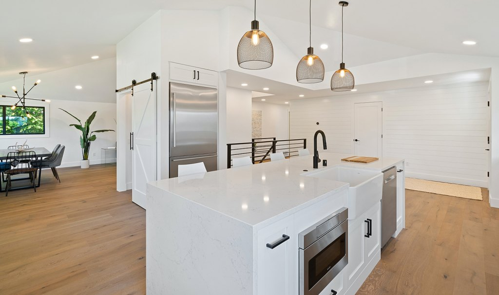 Upscale modern kitchen with humidifiers